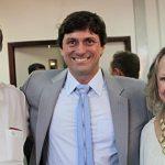 O vereador Bruno Pinheiro com os pais, o juiz e ex-prefeito Leomil Pinheiro e Maria José