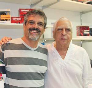 Reeleito, o vereador Paulo Renato acaba de assumir a presidência da Câmara Municipal e prestigia a inauguração da Inktec, na foto, ao lado do empresário Dr. Celso Assad
