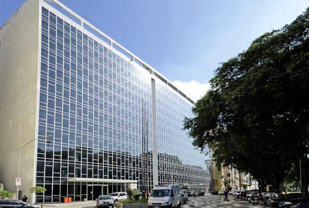 O edifício Manchete projetado  pelo arquiteto Oscar Niemeyer. (Foto: Pedro Stabile / Subito Photos)