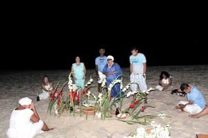 2013 será um ano regido por Ogum e Iemanjá. Para homenagear  os santos, Dolores preparou um mesa farta além de oferendas, uma cesta de frutos e flores brancas.