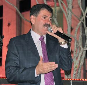 o presidente da Assembleia Legislativa, deputado Paulo Melo, discursa na posse da esposa