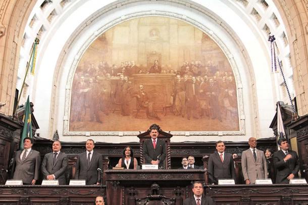 Posse do presidente reeleito da ALERJ, Paulo Melo, com o governador Sérgio Cabral e demais autoridades (foto: Fotos: Rafael Wallace/ALERJ)