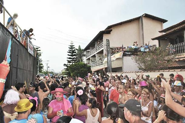 O Bloco Virgens de Itaúna bombou mais uma vez na Avenida Oceânica, arrastando gente bonita e muito animada (foto: Agnelo Quintela)