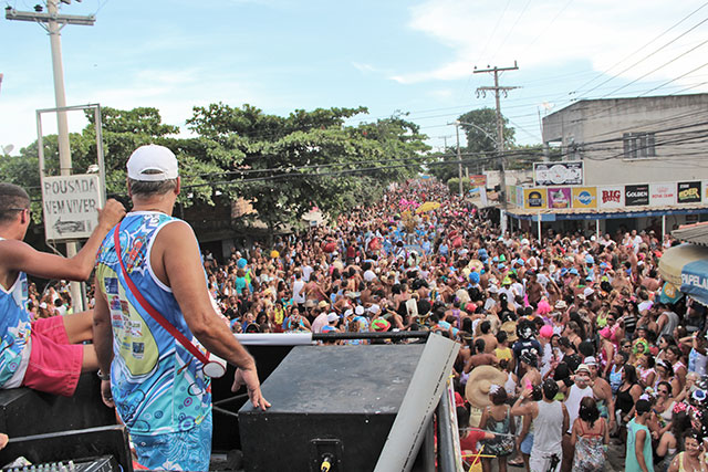 O gigantesco arrastão do Bloco Sirikissamba, de Jaconé (foto: Edimilson Soares)