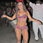 A bela rainha da bateria do Bloco Sambaaqui de Jaconé se destacou pelo samba no pé (foto: Edimilson Soares)