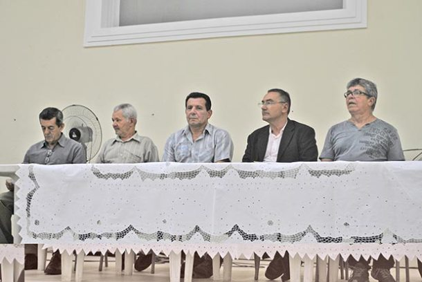 Composição da mesa no culto agradecimento da União de Homens Batista (Foto: Agnelo Quintela)