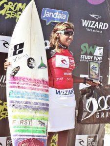kayane-reis-surfe