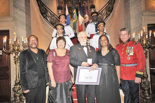 Flagrante da cerimônia que contou com a presença do compositor e cantor Martinho da Vila e do ator Milton Gonçalves no Palacete Juliete Serpa (Foto: Dyandreia Portugal)