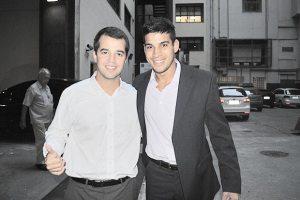 Marco Antônio, filho do governador Sérgio Cabral e o vereador saquaremense Guilherme Pitiquinho, juntos na Juventude do PMDB (Foto: Divulgação)