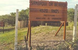 A praça do Sambaqui da Beirada mantém uma exposição  a céu aberto, única no Brasil