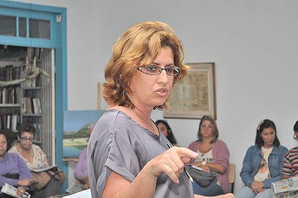 A subsecretária Diony em reunião com os artistas (Foto: Agnelo Quintela)