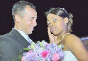 A felicidade do casal e o belo bouquet (Foto: Beto Colocci)
