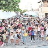 Praça Oscar de Macedo Soares, lotada de saquaremenses e turistas, que prestigiaram o evento organizado pela secretaria municipal de Educação e Cultura (Foto: Edimilson Soares)
