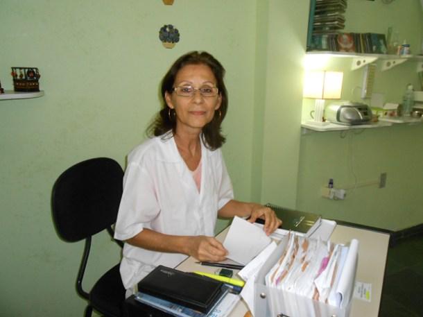 Nilma no seu consultório, em Bacaxá (Foto: Dulce Tupy)