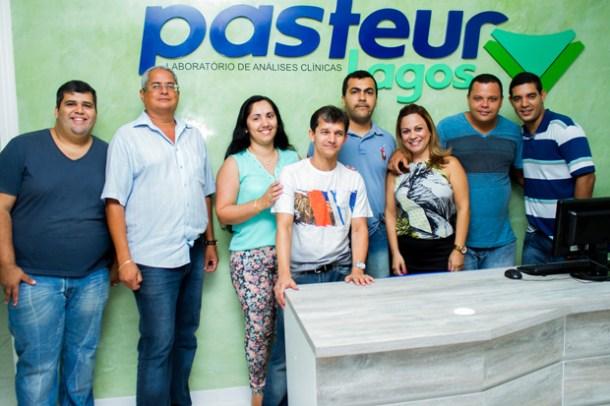 Família SAF Lagos  na inauguração do novo Laboratório Pasteur Lagos, na Rua Heitor Bravo, em Bacaxá (foto: Divulgação)