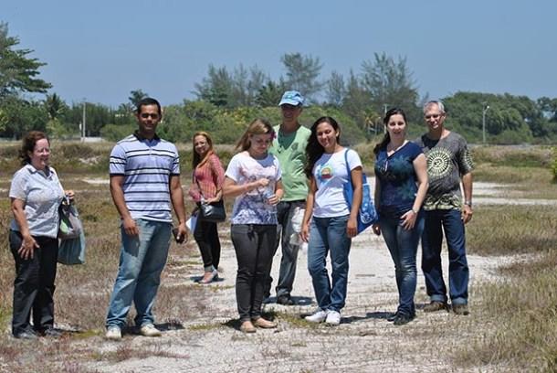 Os professores em campo preocupados com a preservação ambiental (Agnelo Quintela)