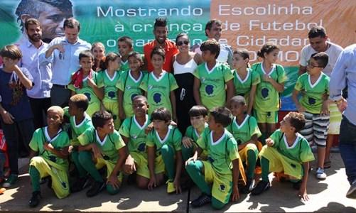 Léo Moura inaugura Escolinha de Futebol e Cidadania