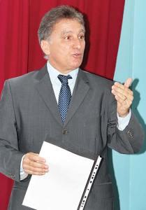 """O vereador Chico Peres aprovou na Câmara o """"Mês Alberto de Oliveira""""."""