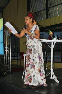 A palestrante Elisa Lucinda (Foto: Michele Maria - Blog Notícias da Região dos Lagos)