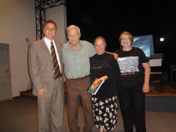 O vereador Chico Peres, o professor Ivan Cavalcanti Proença, a jornalista Dulce Tupy e a professora Edna Calheiros no evento histórico da FAETEC (Foto: Edimilson Soares)