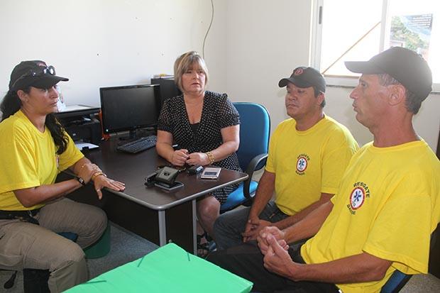 A secretária Ana Cristina em reunião com a subcoordenadora Rosane, o coordenador Alexandre e o instrutor Marquinho (Foto: Edimilson Soares)