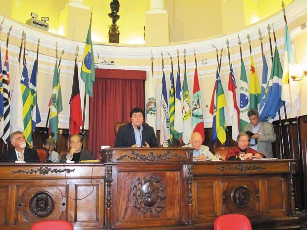 Na Sessão Solene foram feitas várias homenagens aos ex-presidentes do sindicato nos últimos anos (Foto: Edimilson Soares)