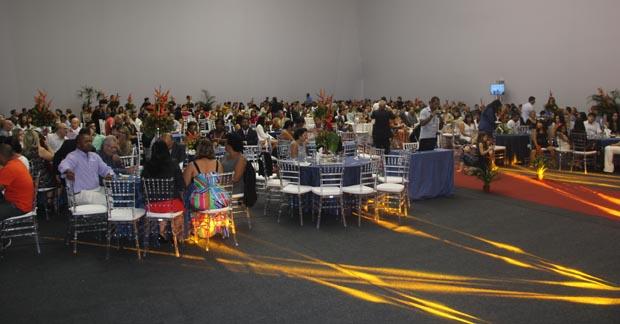 A Sessão Solene da Câmara Municipal se realizou mais uma vez no salão do Centro do Vôlei da CBV em Barra Nova e teve a decoração assinada pela Cinéa que também forneceu o coquetel, em grande estilo, como sempre  (Foto: Edimilson Soares)