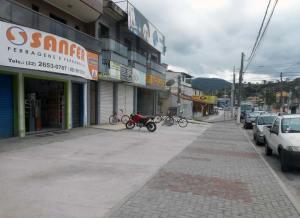 As novas calçadas no centro  de Bacaxá promovem uma melhor  qualidade de vida. Foto: Dulce Tupy