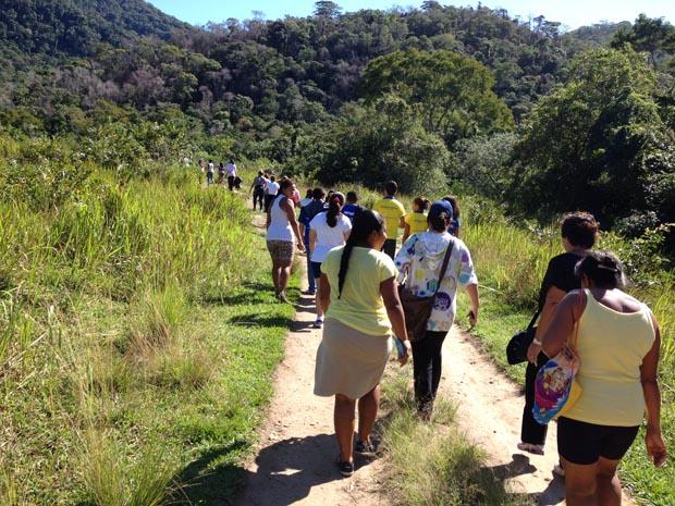 A caminhada na Serra do Matogrosso, mobilizou a comunidade e alunos da escola João Laureano, em Sampaio Corrêa (Divulgação Águas de Juturnaíba)