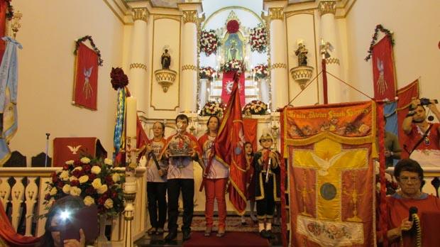 Os rituais e a devoção ao Divino Espirito Santo na Igreja Matriz Nossa Senhora de Nazareth (Foto: Paulo Lulo)