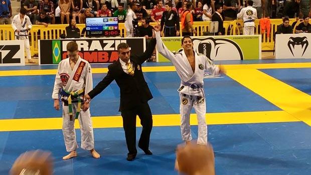 Filho do professor Perninha, o bicampeão João Victor Oliveira treina desde os 3 anos (Foto: Divulgação Facebook)