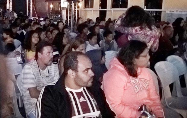"""De tarde, foi exibido um desenho animado para a garotada, jovens e adolescentes, mas que encantou todo o público. À noite, o execelente """"Xingu"""", sobre a criação do Parque Nacional Xingu, conhecido internacionalmente"""