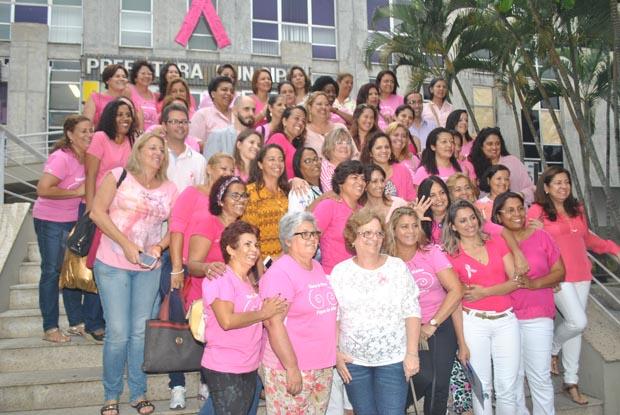As equipes das secretarias municipais participaram da mobilização pela campanha de prevenção ao câncer de mama (Foto: Agnelo Quintela)