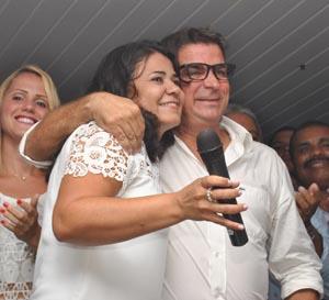 O abraço que sela a amizade e parceria entre Ana Paula e Pitico (Fotos: Agenlo Quintela)