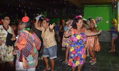 Dançando com Vida   na Terceira Idade