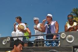 Bloco Turma do Barril, com destaque para o seu puxador Gustavo (Agnelo QUintela)