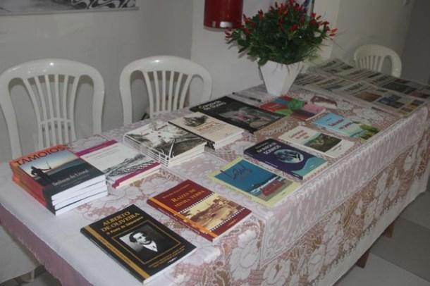 A Tupy Comunicações expôs os livros editados dos autores saquaremenses e distribuiu edições históricas do jornal O Saquá (dimilson Soares)