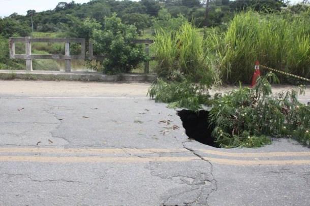 A Rodovia Amaral Peixoto ficou parcialmente interditada entre Saquarema e Araruama (Fotos: Divulgação PMS)