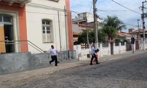 Polícia na casa de Peres busca provas da doação de terrenos