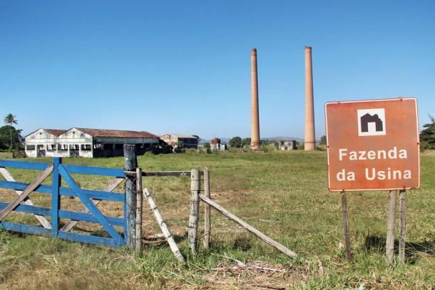 O que restou da Usina são duas torres e algumas edificações no meio do pasto. (Foto: Edmilson Soares)
