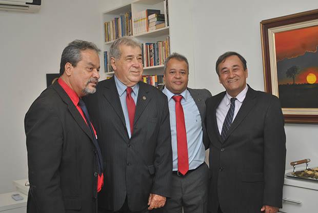 Dr. Cesar e Dr. Maciel recebem o Dr. Wellington e Dr. Miguel, tesoureiro e presidente, da OAB-Saquarema