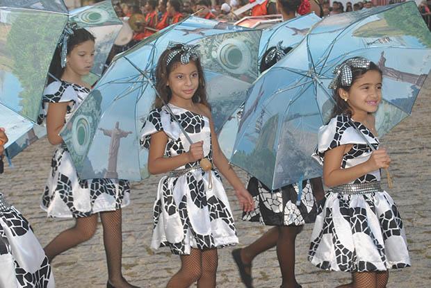 A graça das meninas que representaram a cidade sede das Olimpíadas, o Rio de Janeiro