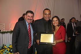 O superintendente da Águas de Juturnaíba Carlos Gontijo com o deputado Paulo Melo e a prefeita Franciane