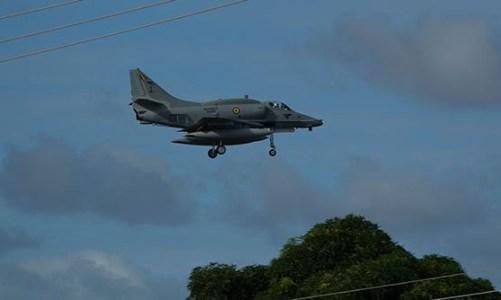 Avião e piloto da Marinha ainda não foram encontrados
