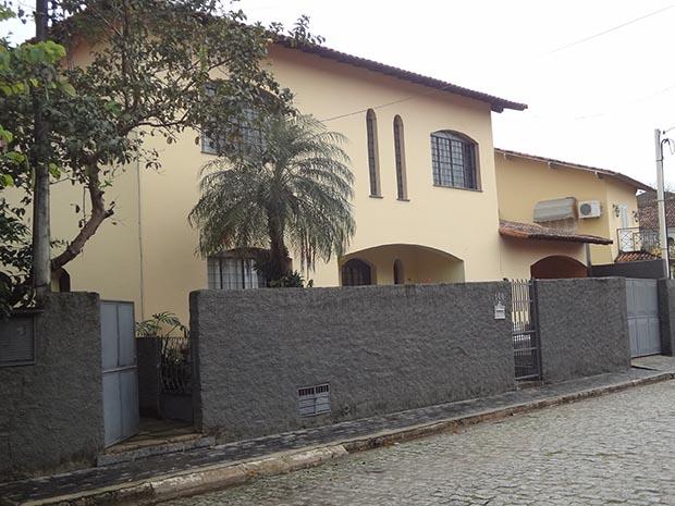 Esta casa na Rua Santa Clara 100 em Rio Bonito abriga em parte o Opiniun Instituto de Pesquisa e Serviços uma empresa que faz tudo inclusive pesquisa, ao contrário do IPESPE, o credenciado Instituto de Pesquisas Sociais, Políticas e Econômicas de Recife, Pernambuco (Foto: Edimilson Soares)