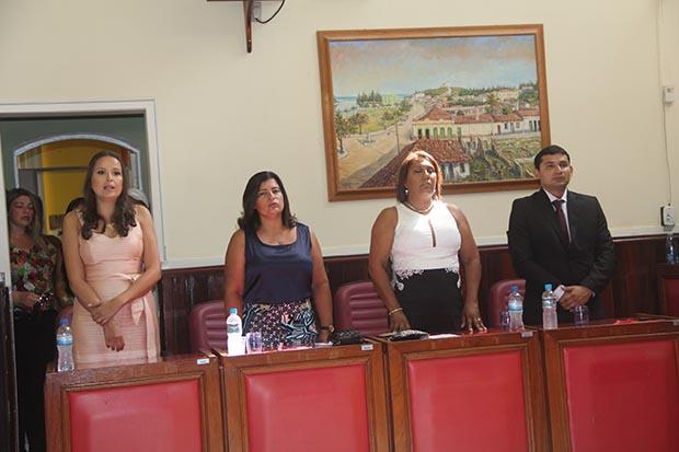 Drª Raquel, Elisia e Adriana de Vander são as três vereadoras eleitas na Câmara, na foto ao lado do vereador reeleito Roger Gomes