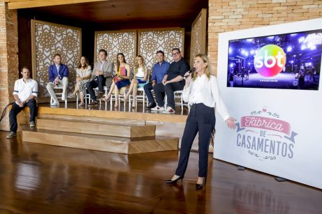 Maisa Alves (SBT) e apresentadores ao fundo. Fpto: Gabriel_Cardoso