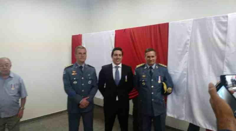 PM condecora promotor Gustavo Albano com uma das maiores medalhas da instituição