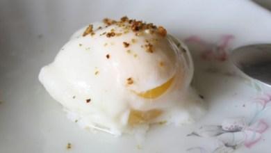 Яйца на очи в микровълнова фурна