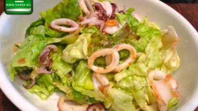 Рецепта за Зелена салата с калмари и маслини